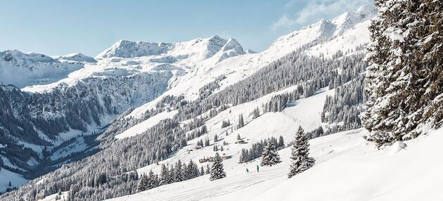 A view over the snow covered ski slope in Saalbach Hinterglemm.