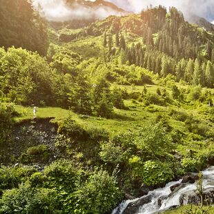 Hiking vacation in Austria: enjoy fresh air in the beautiful nature of Saalbach Hinterglemm.